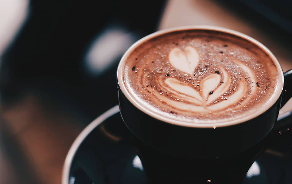 You are currently viewing 14 SAVOUREUSES RECETTES DE CAFÉ AU LAIT D'AMANDE