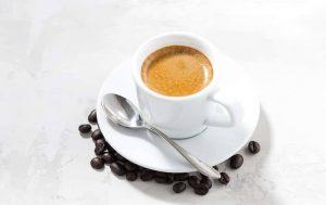 Read more about the article LES DIFFÉRENCES ENTRE UN CAFÉ AMERICANO ET UN EXPRESSO